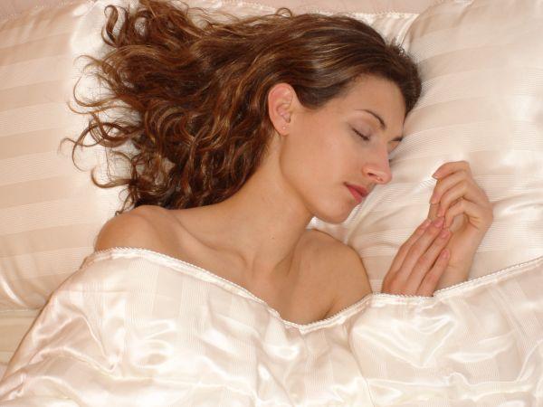 nos couvertures matelass es et oreillers 100 soie. Black Bedroom Furniture Sets. Home Design Ideas