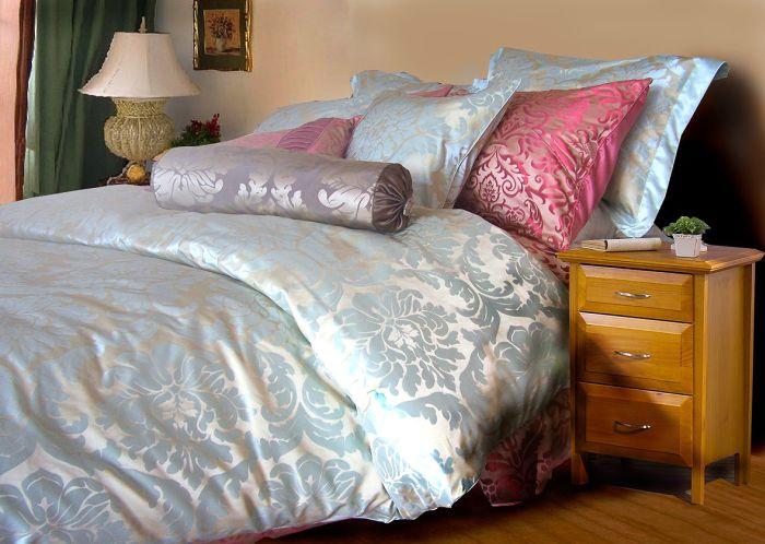 notre linge de lit en satin de soie, jacquard et brodé